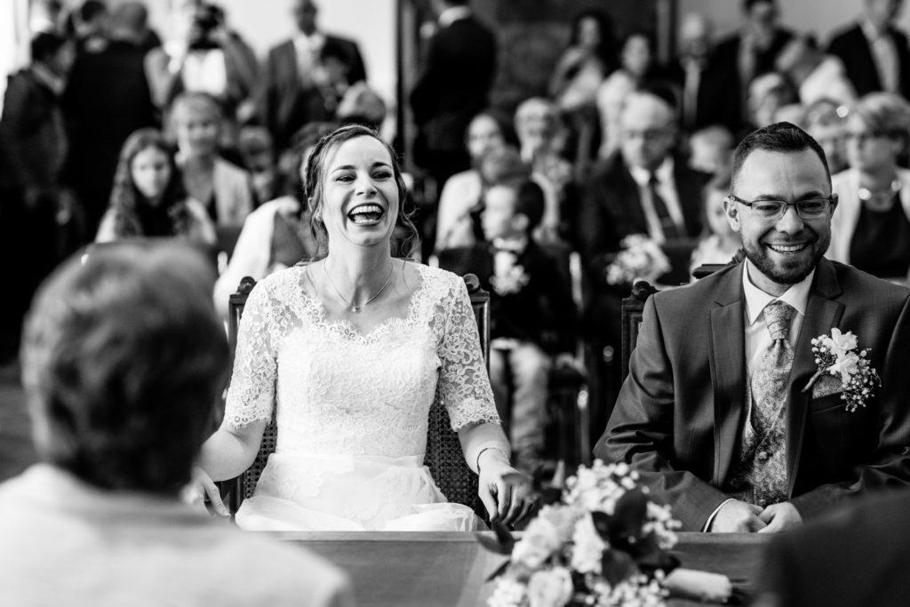 rire - couple - Photographe de mariage - La ferme du Grand MArcha - MAirage enghien - Photographe Enghien