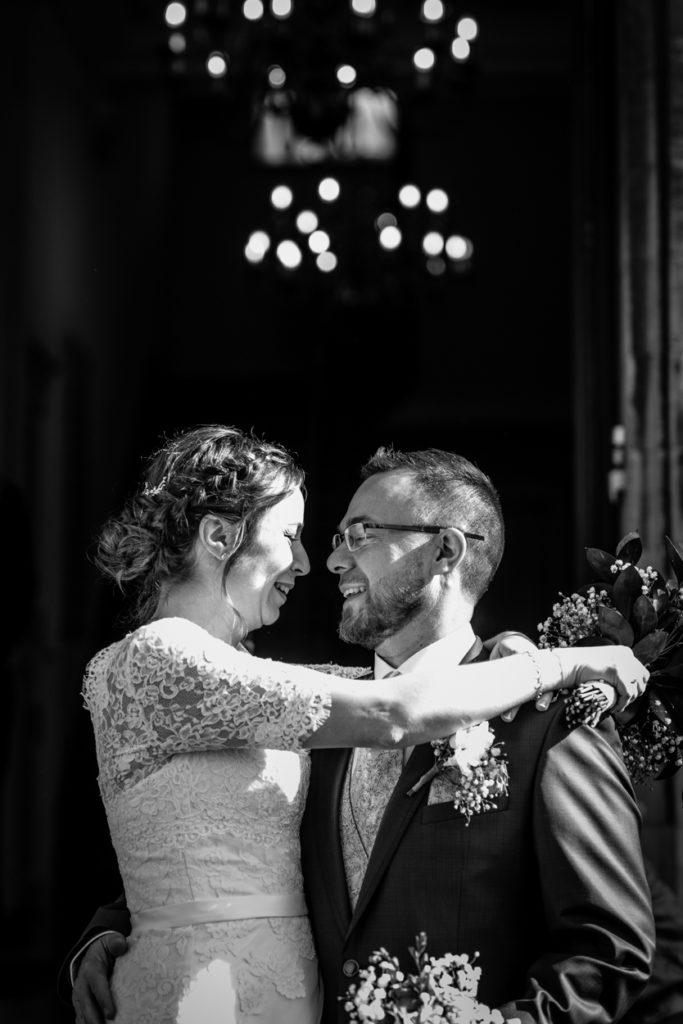 sortie des mariés - couple - Photographe de mariage - La ferme du Grand MArcha - MAirage enghien - Photographe Enghien