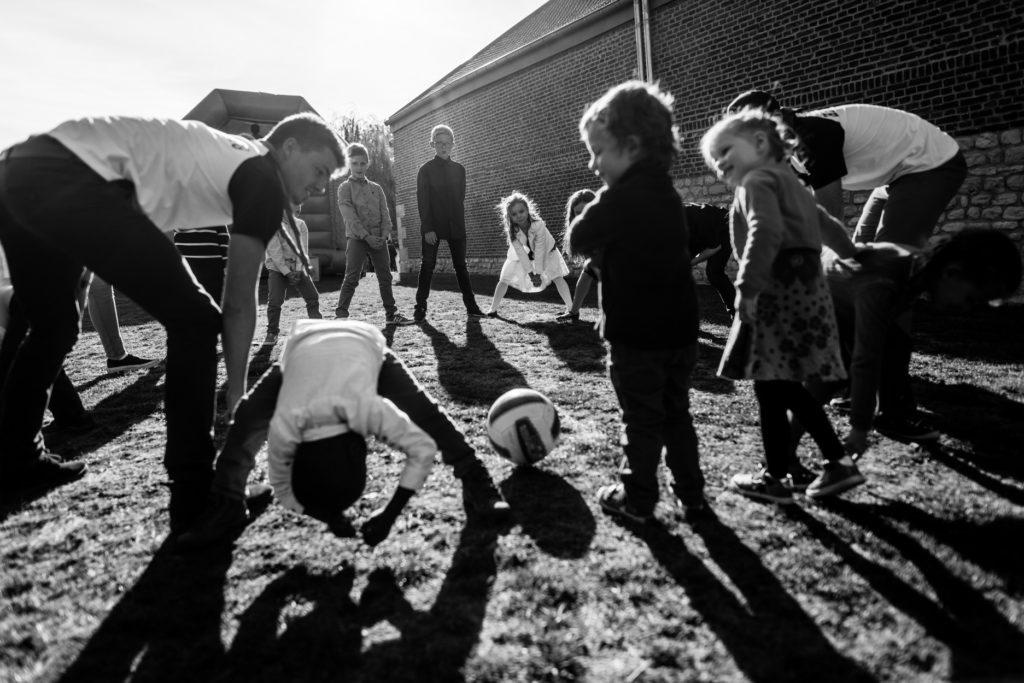 enfants - ballon - Photographe de mariage - La ferme du Grand MArcha - MAirage enghien - Photographe Enghien