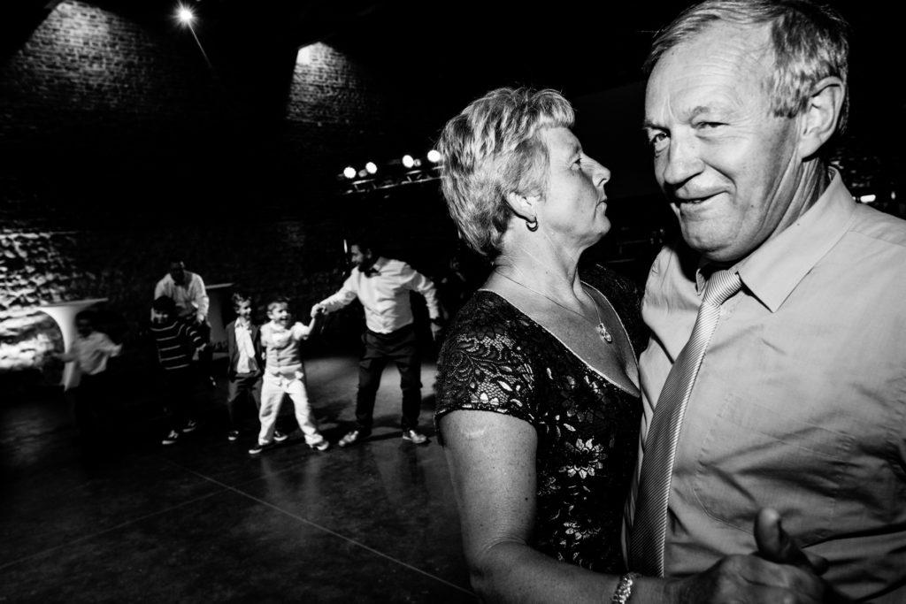 Vieux - Dance floor - Photographe de mariage - La ferme du Grand MArcha - MAirage enghien - Photographe Enghien